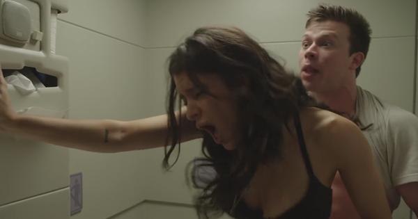 Ako mať sex v lietadle bez toho, aby to niekto tušil (VIDEO)