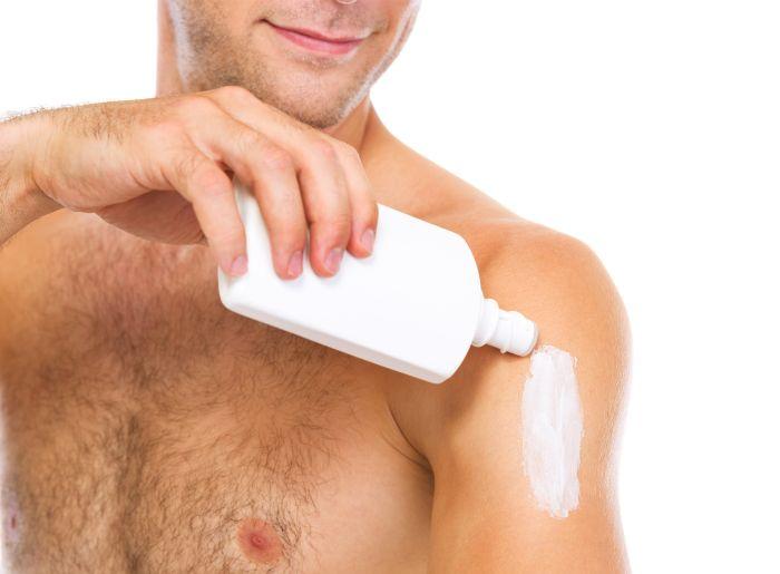 Ako sa opaľovať bez rizika – tipy pre mužov