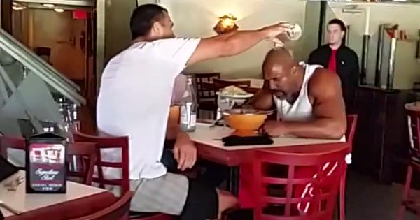 Shannon Briggs a Vladimír Kličko v reštaurácii, zdroj: YouTube