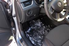 Horúce-kožené-sedačky-či-špinavé-koberčeky-Skúste-tieto-triky