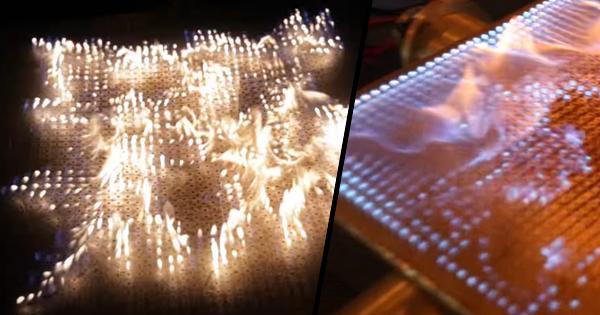 Hudobný pyro stôl. Hudba a oheň v 2D Rubensovej rúre (video)