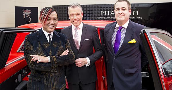 Milionár nevie čo s peniazmi Kúpil 30 červených Rolls-Royce 1
