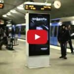 """Netradičný a originálny """"živý"""" reklamný pútač s modelkou (video)"""