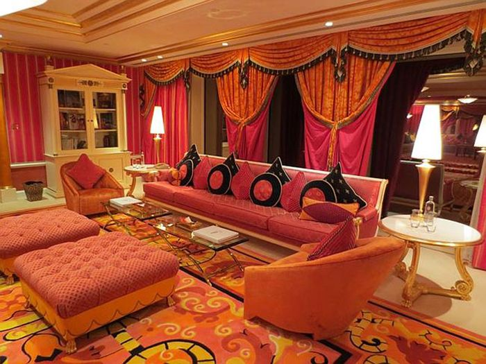 Táto hotelová izba v Dubaji stojí 24 000 dolárov za noc (20 fotografií)