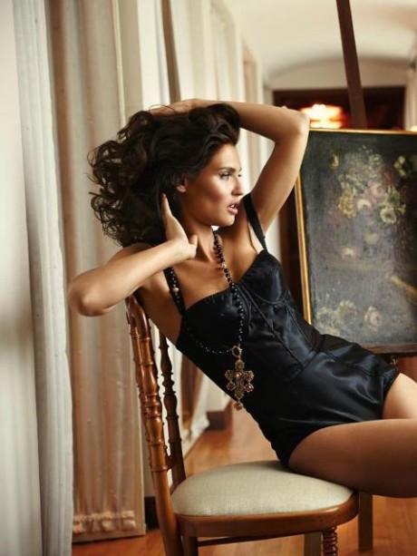 Talianská topmodelka Bianca Balti pre Esquire Mexico 1