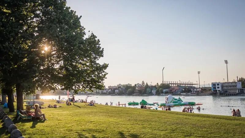 Vodné plochy na Slovensku: kam ísť za oddychom v lete?