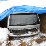 Neuveriteľný poisťovací podvod: Auto zakopal v záhrade