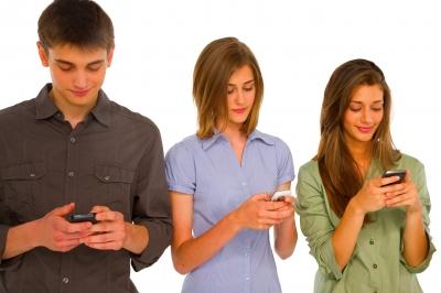 Čítate cudzie SMS a emaily? Robí to takmer každý druhý Slovák